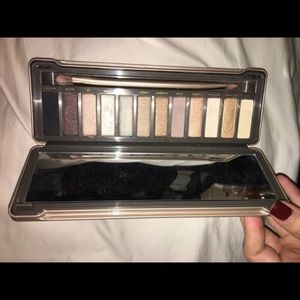 AUTHENTIC Naked 2 pallet